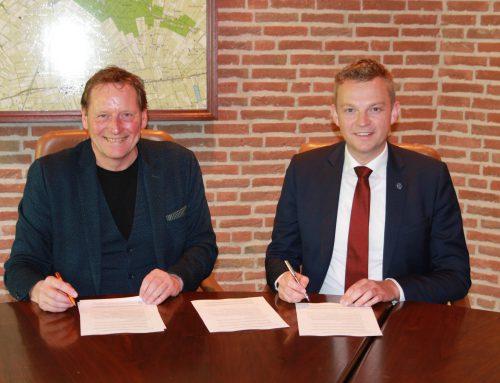 Wethouder Alwin Mussche en RENDO-directeur Eddy Veenstra ondertekenen intentieverklaring duurzaam gas Staphorst